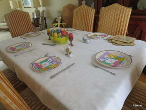 I love my mom's tables.  They are always so festive.